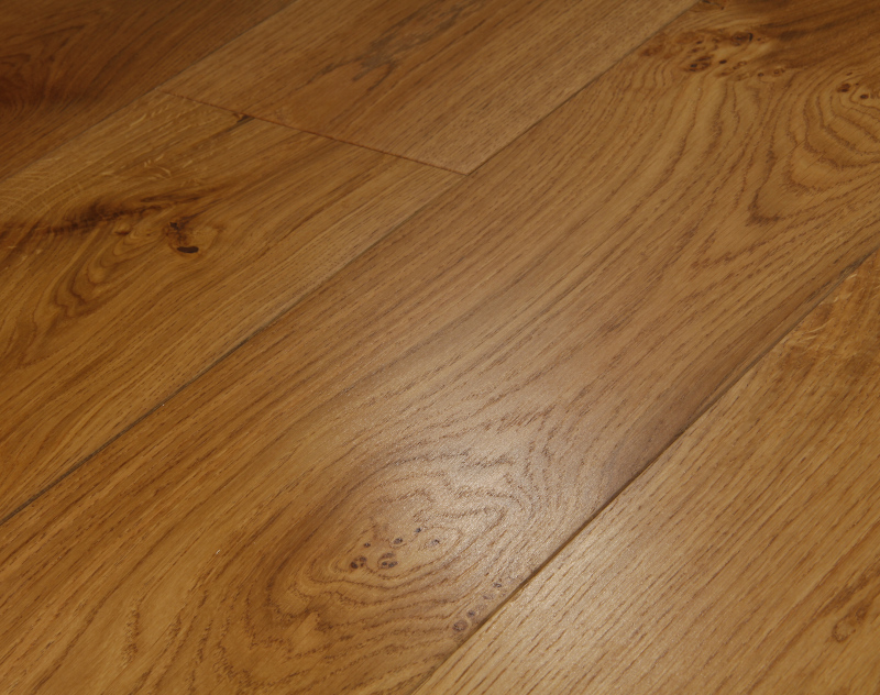 Warm oak flooring nuances oak flooring for Warm floor